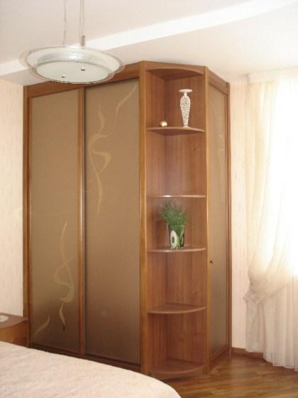 шкаф-купе из натурального дерева