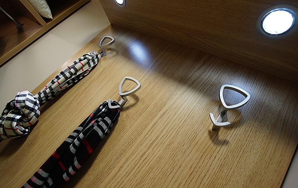 крючки для одежды
